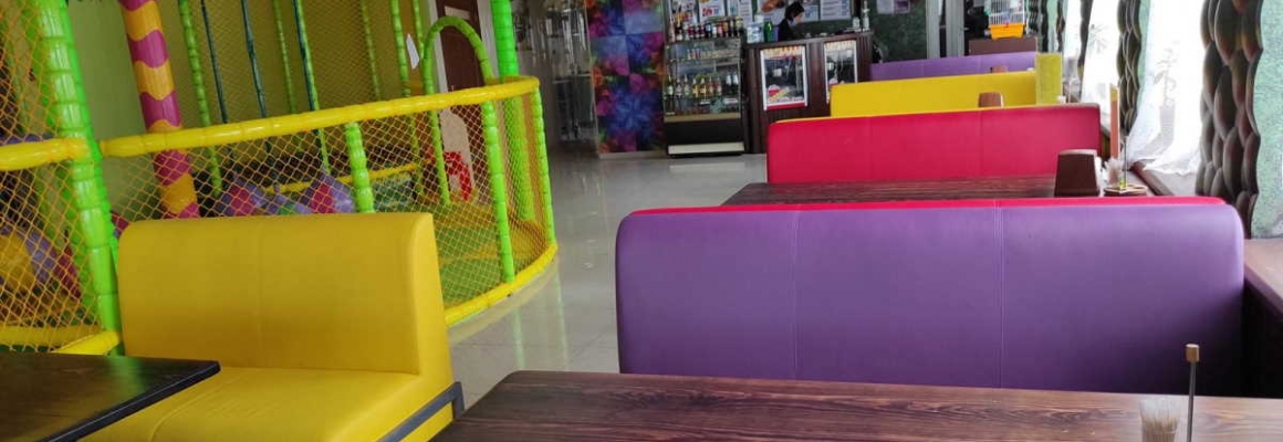 Фотоотчет: диваны Юнис для кафе от MEBLIX и детская пиццерия