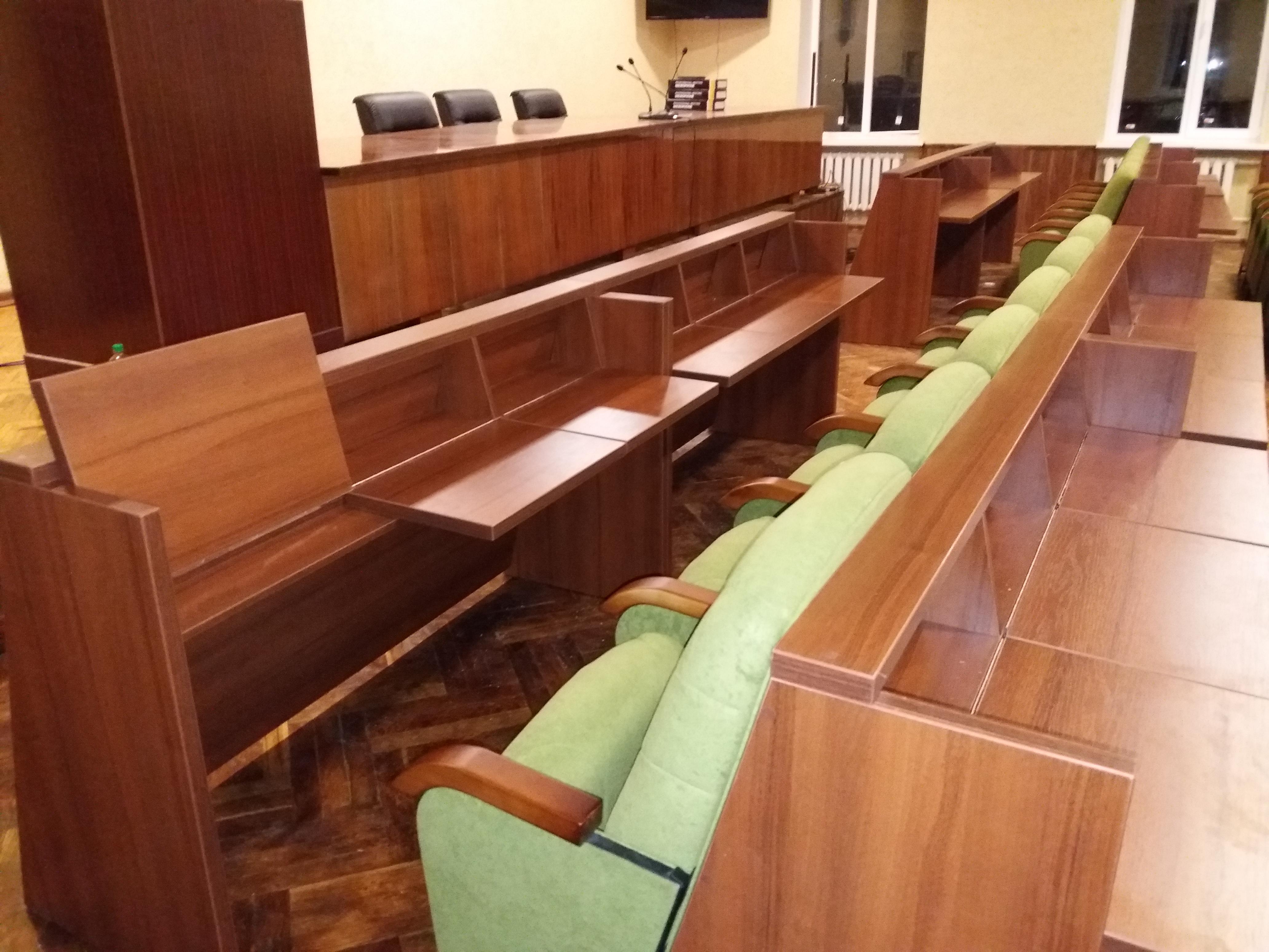 Кресла для сессионных залов и залов заседаний Спикер Универсал с откидными столиками 2
