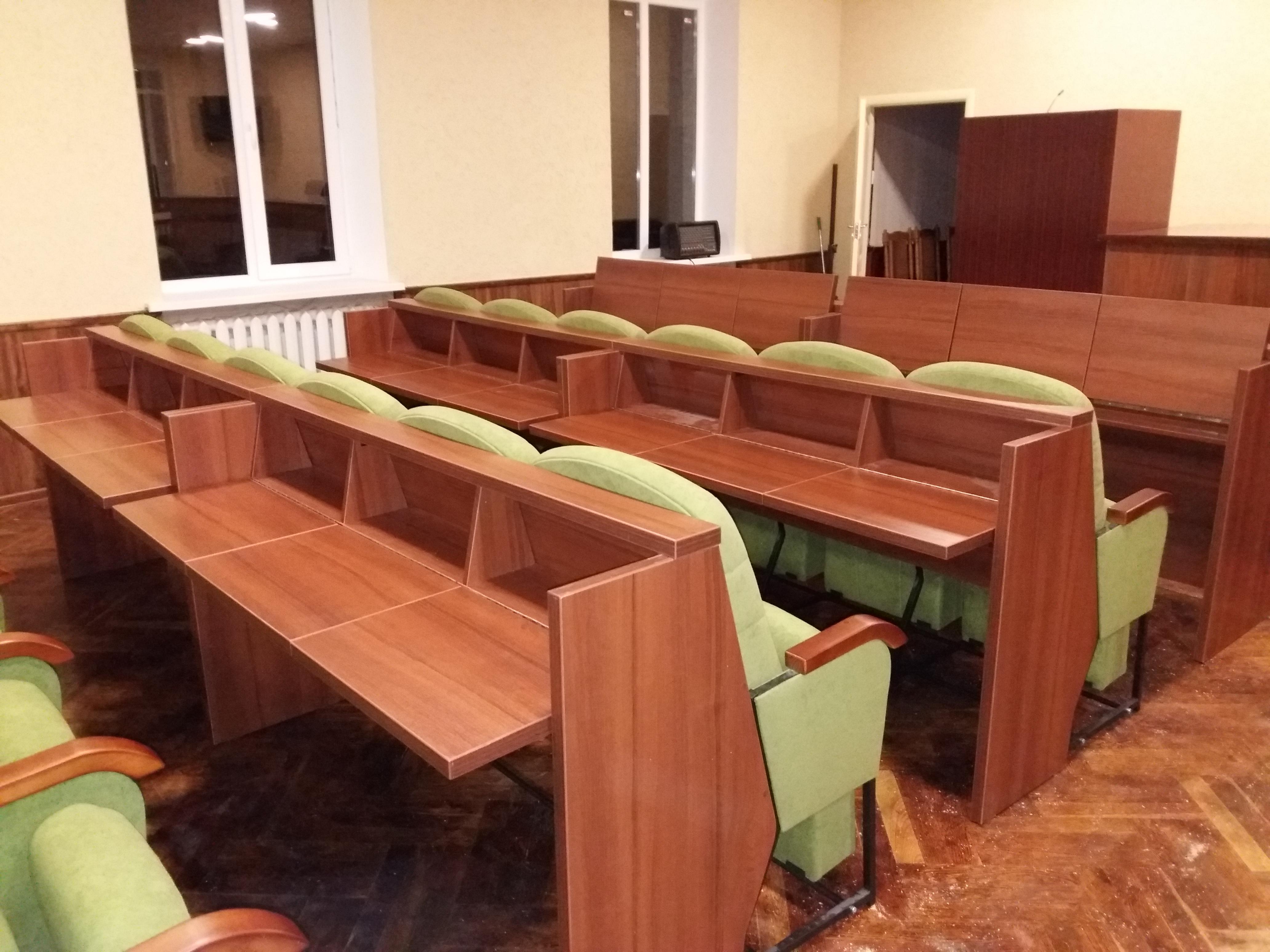 Кресла для сессионных залов и залов заседаний Спикер Универсал с откидными столиками 3