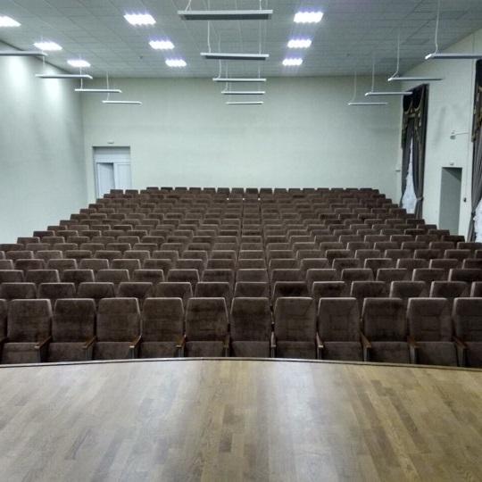 Театральные кресла для зрительного зала